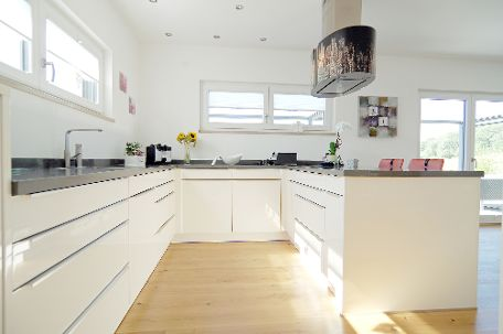 Küche mit individuellem Dunstabzug